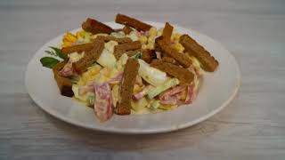 Простой салат с колбасой и кукурузой.Салат.