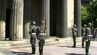 German Guard Change - NVA Wachablösung Wachregiment Friedrich Engels DDR