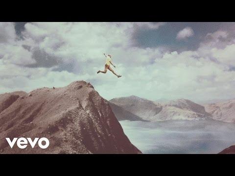 Calle 13 – La Vida (Respira el Momento) (Official Video) [Explicit]