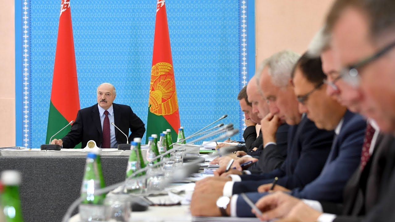 Лукашенко требует внести предложения по заменам в руководстве правительства
