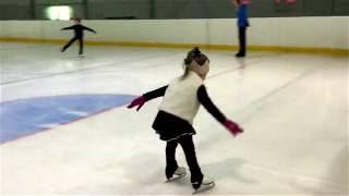 Фигурное катание, тренировка. Василиса Рожкова, 4 года.