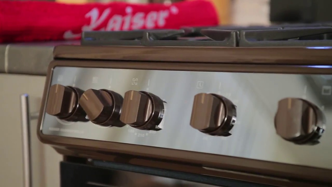 Газовые кухонные плиты пользуются особой популярностью у хозяек в связи с их надежностью, удобством, а так же не дорогой ценой на газ. Газовая плита совмещает варочную поверхность с духовым шкафом в одном корпусе. Газовые плиты кайзер. Плиты немецкого бренда kaiser отвечают всем.