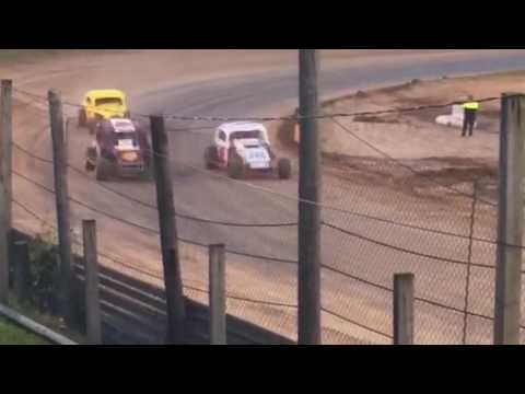 feature race at Paradise Speedway