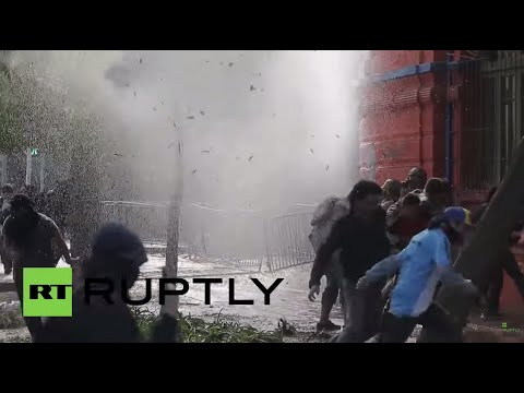 Chile: Water cannons blast Santiago protesters calling for education reform