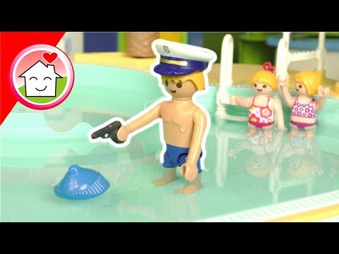 Playmobil Polizei Film - Kommissar Overbeck im Aquapark - Video für Kinder von Familie Hauser