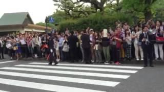 ポールマッカートニー日本武道館入り待ちの瞬間!警備の人に促されて道...