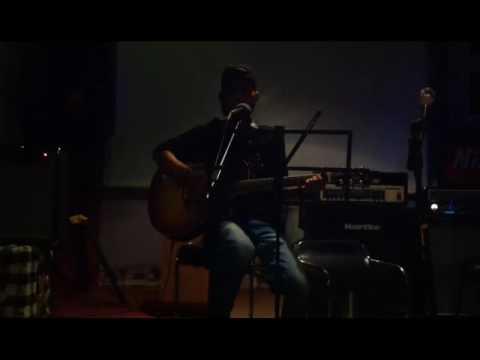 Dodhy Satria - Seanggun Warna Senja ( Cover Pengamen Jalanan )   Live At Dc Caffe Jogja
