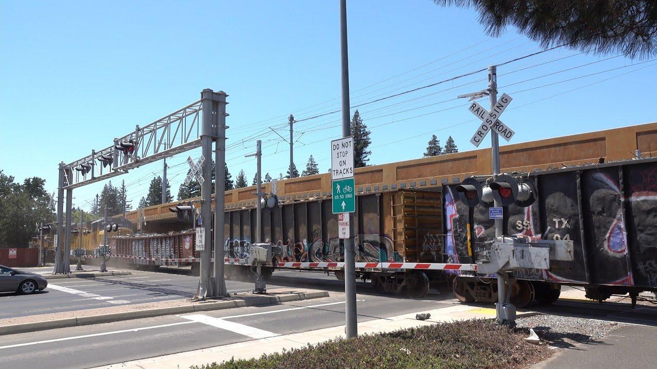 UP 9915 Rocklin Rocket Local, S. Watt Ave. Railroad Crossing, Sacramento CA - Huge Railroad Crossing