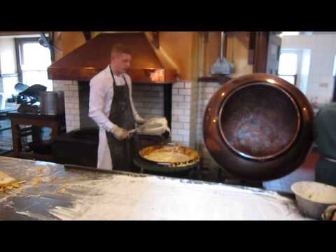 Beamish - Making honeycomb/cinder toffee!  The Living Museum of the North!