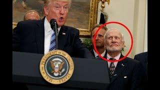Während Trump Hochamt: So lustig kämpft Ex-Astronaut Buzz Aldrin mit seiner Fassung