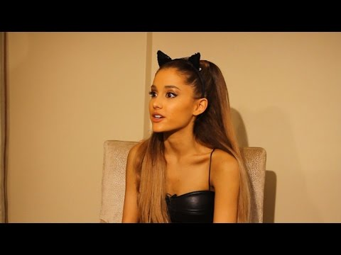 Ariana Grande Talks Anxiety and PreVMA Stage Fright