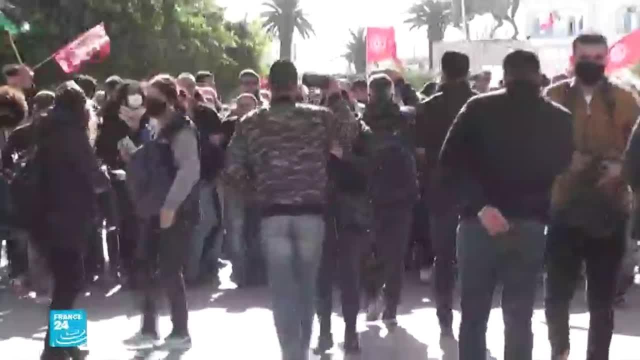 مظاهرات في تونس تتحدى قرار حظر التجمعات وتطالب بإطلاق موقوفين أغلبهم من القاصرين  - نشر قبل 1 ساعة