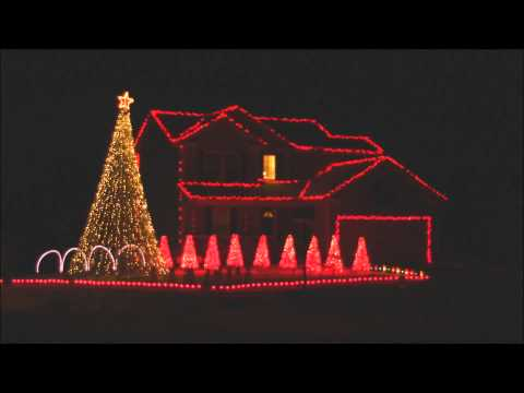 2013 Brown Christmas Light Show - Linus & Lucy