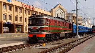 Поезд 609Б 'Гомель-Гродно' отправляется с вокзала в Гомеле - 25.07.2016
