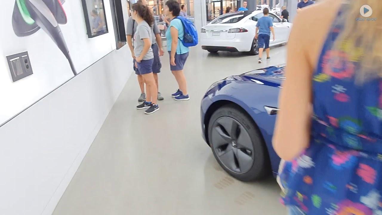 Vizită într-un showroom Tesla. Vezi modelele care vor ajunge în România