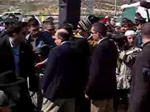 Shaul Mofaz Booed in Gush Etzion 2 of 2