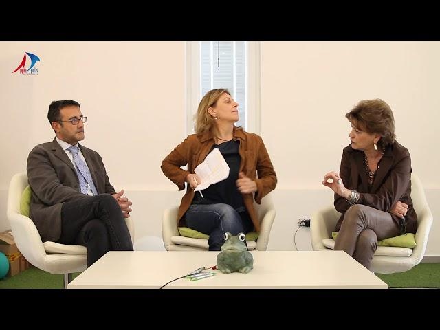 MOVIDA SELVAGGIA CENTRO STORICO   INTERVISTA A ROSI BELFA DI COSTANZO E ALL' AVV  GENNARO ESPOSITO