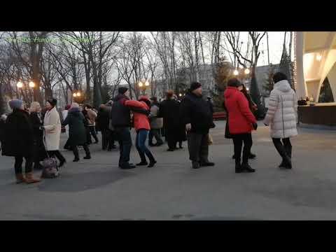 Ну вот и всё. Танцы в парке им. Горького. Kharkiv. Music. Dance.