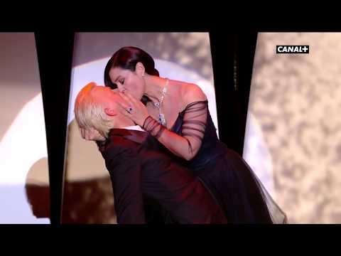 Torride baiser entre Monica Bellucci et Alex Lutz !  Festival de Cannes 2017