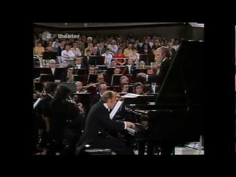 Vladimir Krainev plays Rachmaninov Concerto No.2