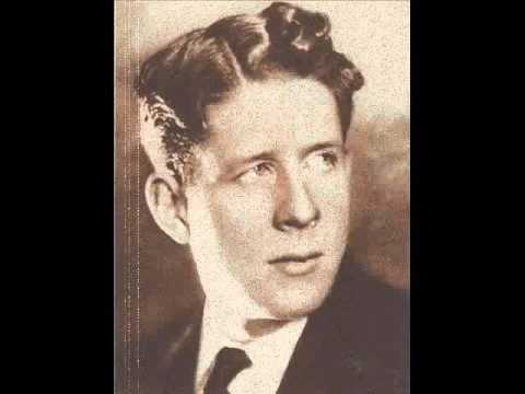 Rudy Vallee - The Drunkard Song (There Is A Tavern In The Town) 1934 Laughing Version