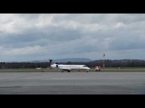 United jet unloading at the Chattanooga metropolitan airport
