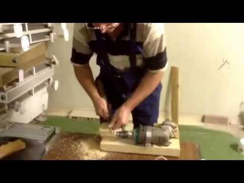 Cмотреть Токарный станок из дрели. Изготовление глаз из дерева.