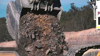 World Amazing Machine! Wow Alat Berat Excavator Sekali Keruk Tanah Beratnya 2 Ton, Ngeri ...