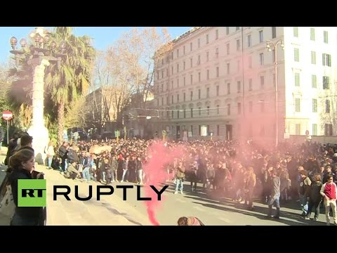 """LIVE: Hundreds rally in Rome against Renzi's """"Jobs Act"""""""