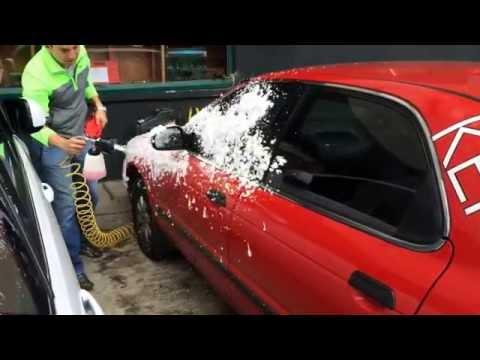 Demostración del uso de nuestra pistola Tornador Foam para lavado de autos con espuma!