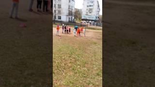Чайковский, урок физкультуры у первоклассников, температура 11°C (16 мая 2017)