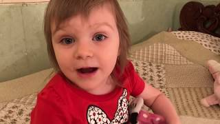 ИГРАЕМ В ДОКТОРА С УКОЛАМИ  Детский канал Ваша Алиса Видео для детей