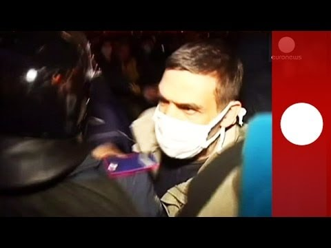Ukraine: Clashes in Kharkiv as pro-Russian protesters seize state building