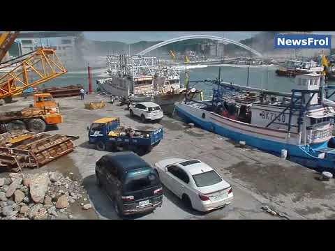 Обрушение моста на Тайване попало на видео