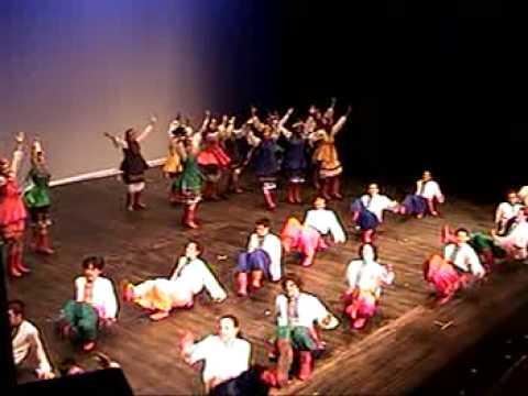Pearson College One World Ukrainian Dance 2006 Yr 31-32