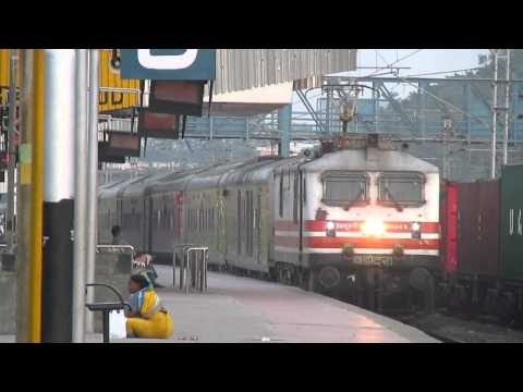 Gentle Entry by 22209 Mumbai Central New Delhi AC Duronto Exp Lead by BRC WAP-5 30049