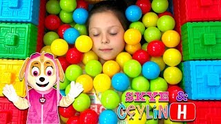 ceylin skye colorful ball pool with colorful blocks learn colors with johnny yes papa abc song