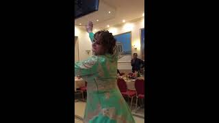 русская невеста танцует армянский танец