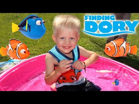 Finding Nemo & Dory Water Toys Playtime