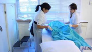 Cambio de Ropa de cama con paciente.mp4