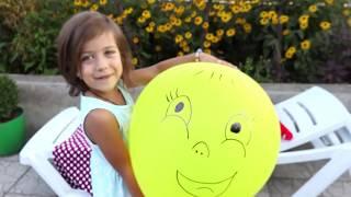 Играем Воздушными шариками Лопаем цветные Шары, Эмилюша как Мама укладывает шарики спать