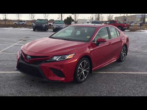 2019 Toyota Camry SE Hybrid Review