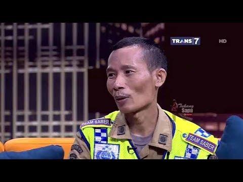 PAHLAWAN JALANAN 6 TAHUN BERSIHKAN PAKU DI JALANAN - Hitam Putih 18 September 2017