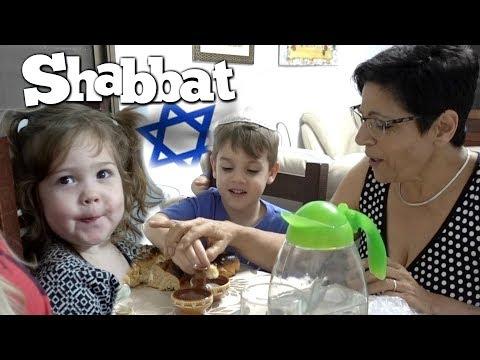 Grandma Teaches the Blessings of Shabbat Dinner in Israel
