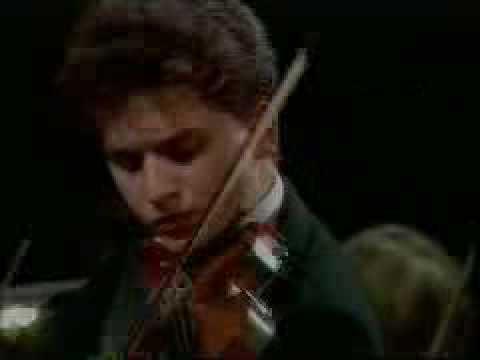 Bartek Niziol plays Brahms