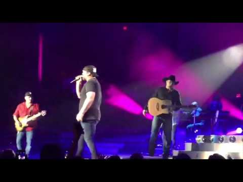 Download Youtube: Garth Brooks and Lee Brice Surprise Sold Out Bossier City, LA Crowd // July 29, 2016