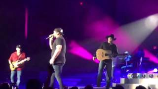 Garth Brooks and Lee Brice Surprise Sold Out Bossier City, LA Crowd // July 29, 2016