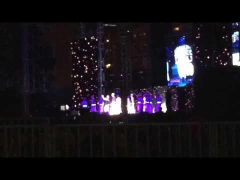 Shahrukh khan and yo yo honey singh lungi dance