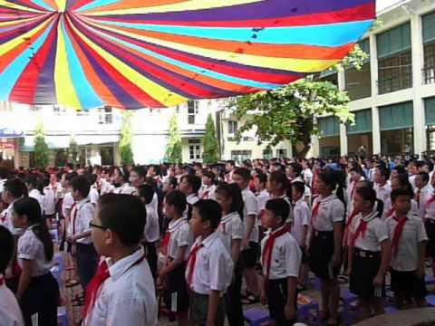 Đội nghi thức của trường tiểu học Nguyễn Thị Minh Khai