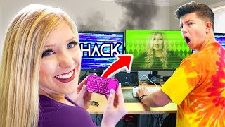 WIRELESS KEYBOARD PRANK HACK on PrestonPlayz STREAM! (5 Funny April Fools Pranks)